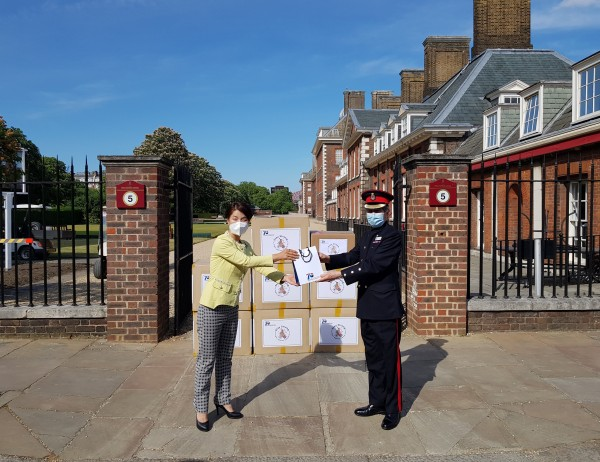 ▲박 대사는 6.25전쟁 참전국 영국에 지원한 마스크 4만장 중 1만장을 현지 참전용사들의 복지증진을 위해 런던에 위치한 제대군인 보훈병원인 첼시왕립병원(Royal Hospital Chelsea)에 전달했다.